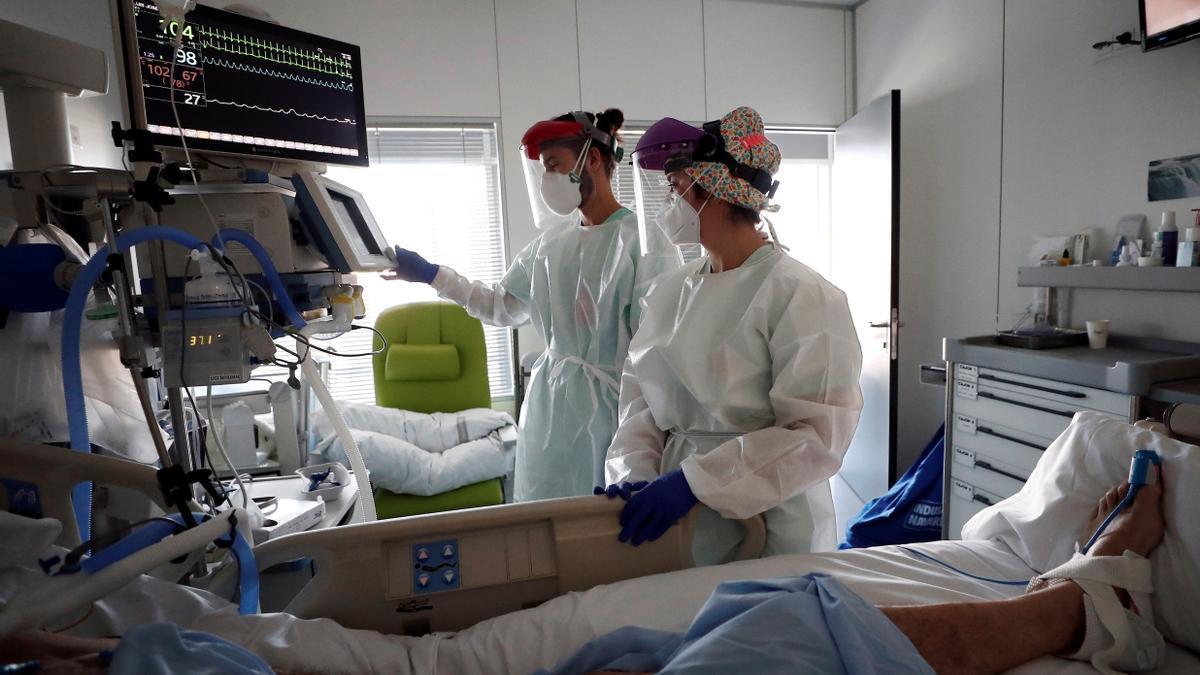 En Extremadura hay 16 pacientes con covid en las UCI