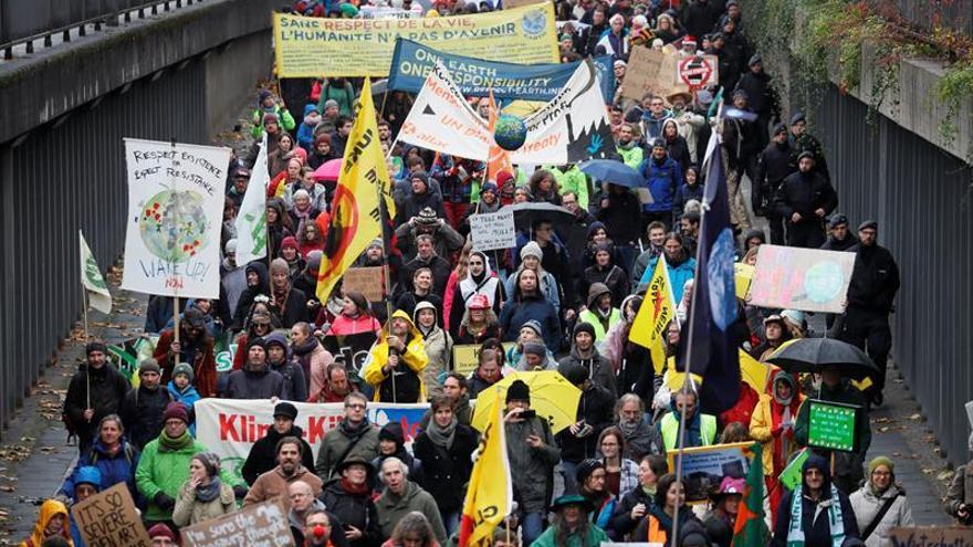 Una marcha carnavalesca toma Bonn para reclamar la acción contra el cambio climático