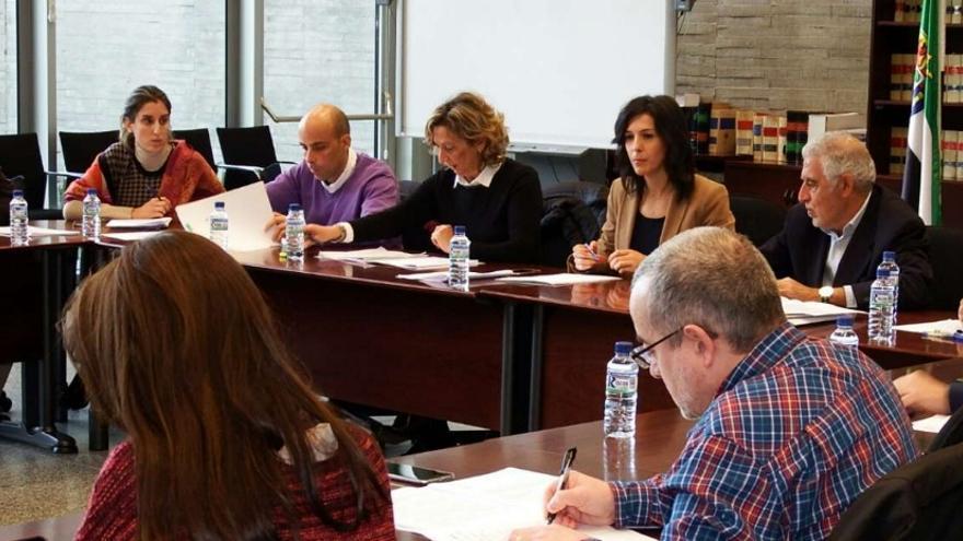 La consejera, en la Mesa Sectorial de Educación / Junta