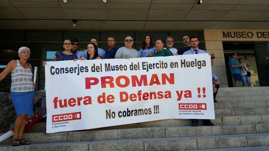 Concentración de protesta de los conserjes del Museo del Ejército de Toledo
