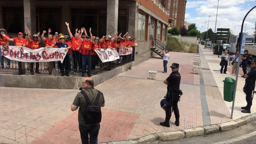 Los bomberos le siguieron a Rajoy hasta Badajoz