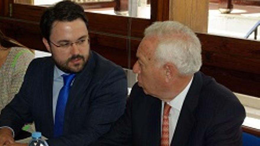 Asier Antona y José Manuel García-Margallo, ministro de Asuntos Exteriores.