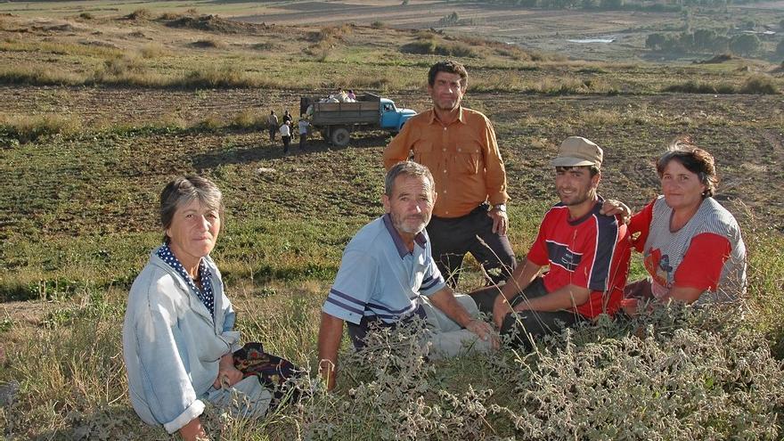 Familia armenia tras un largo día de cosecha Foto de Narek75