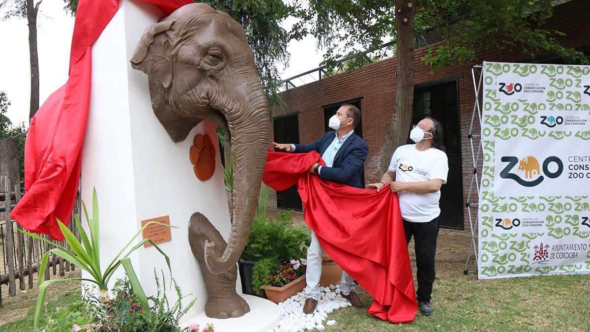 Inauguración de la escultura de la elefanta Flavia en el Zoo de Córdoba