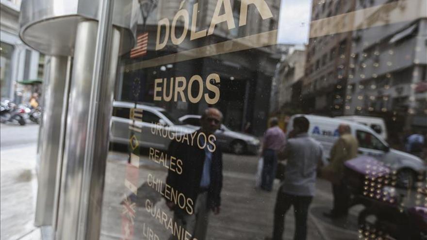 El peso argentino abre estable en el segundo día tras el fin de la restricción cambiaria