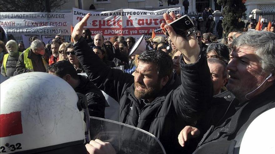 Atenas espera la llegada de Merkel convertida en un bastión de seguridad