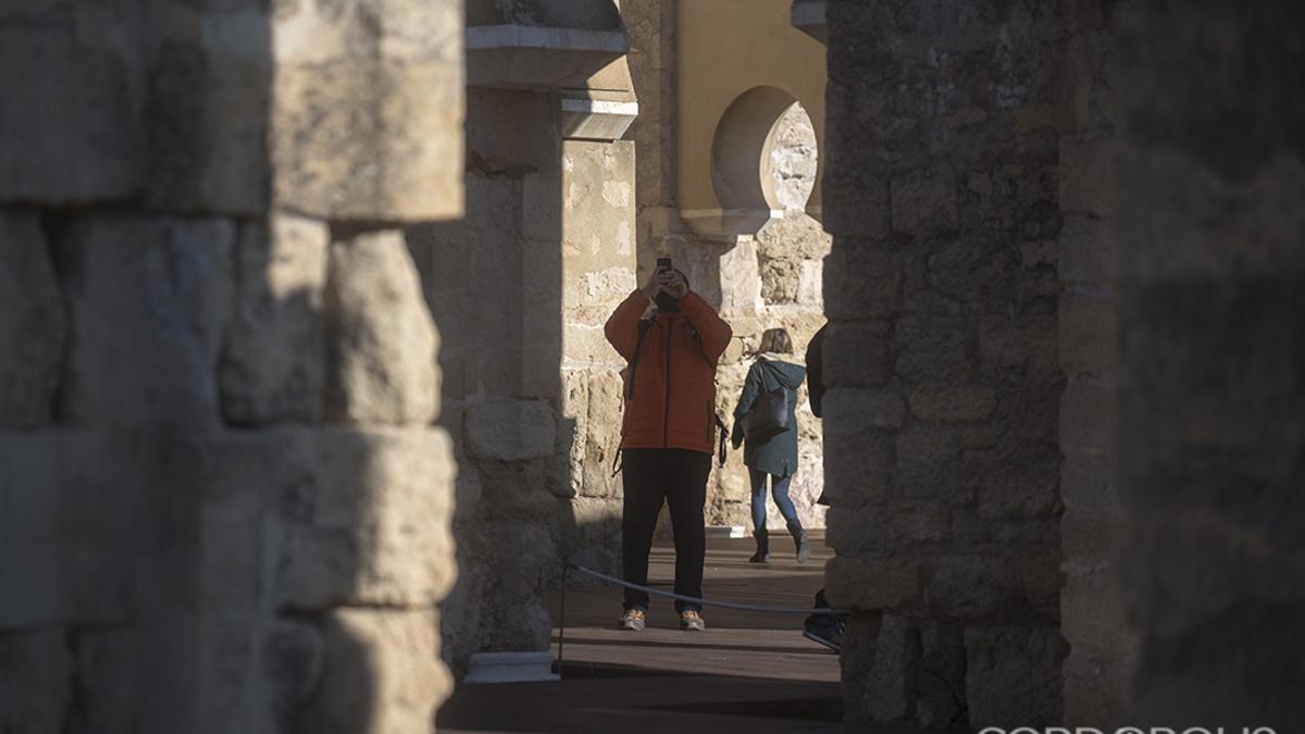 Un turistas visita Medina Azahara en 2020
