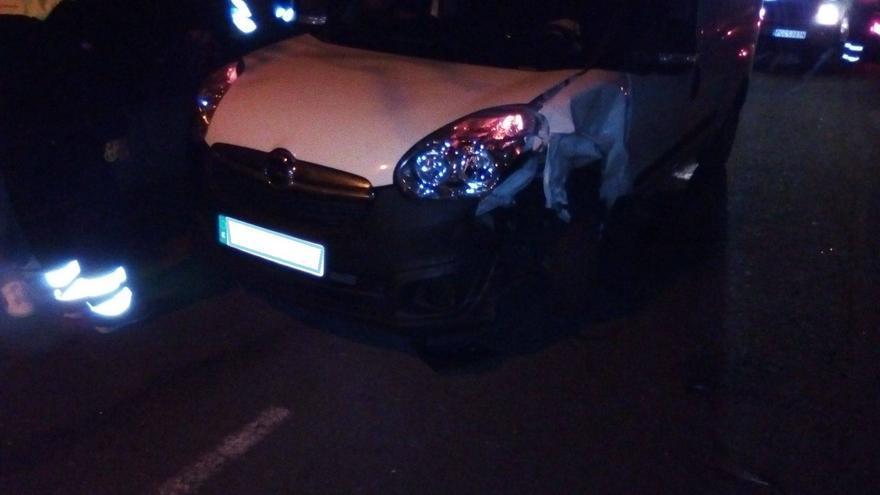 En la imagen, uno de los dos coches accidentados.