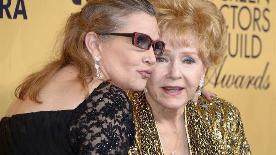 Hospitalizan a Debbie Reynolds, la madre de Carrie Fisher, según TMZ
