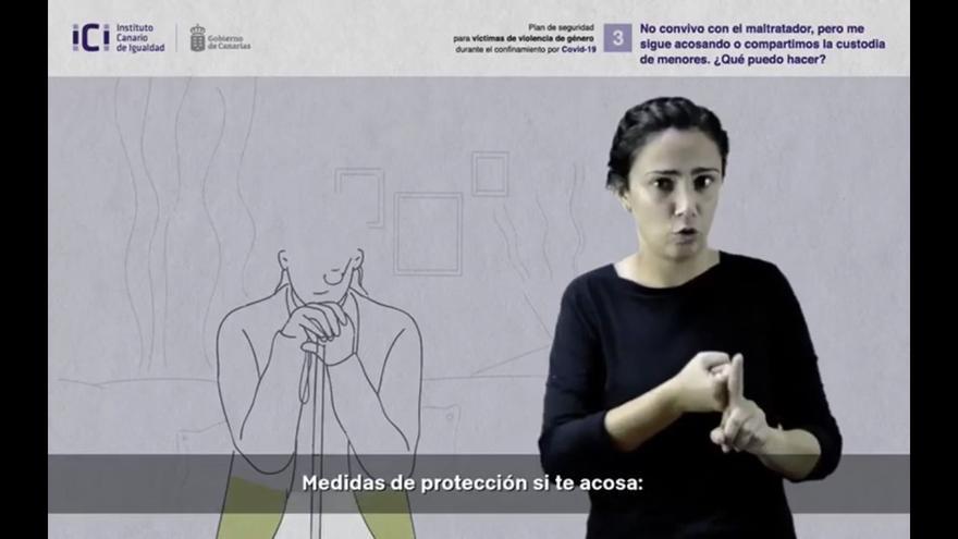 Intérprete de lengua de signos en un acto del Instituto Canario de Igualdad.