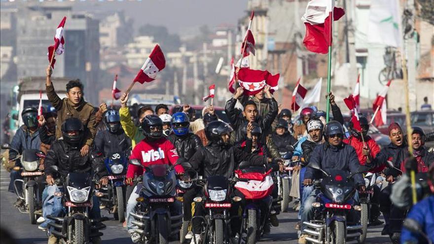 """Maoístas piden la """"suspensión"""" del recuento de votos en Nepal por """"juego sucio"""""""
