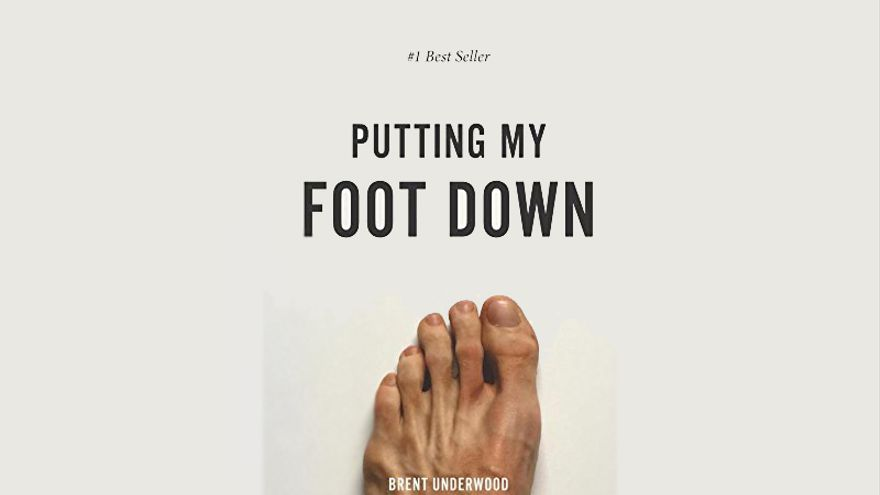 Portada de la versión ampliada del superventas 'Putting my foot down'