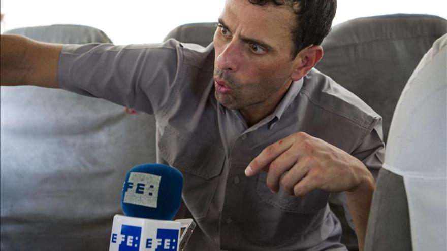 """Capriles considera una """"inmoralidad"""" dar poderes especiales a Maduro"""