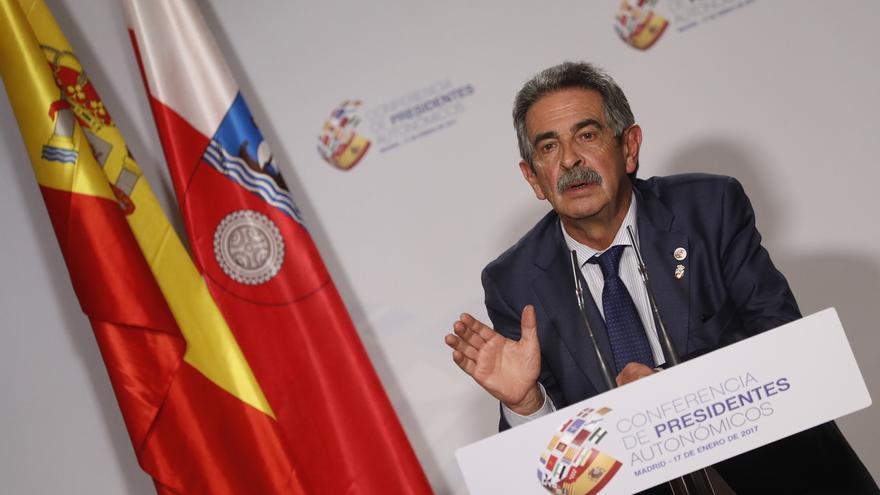 """Revilla ve una """"faena"""" el retraso en la aprobación de los Presupuestos y alerta de la afección para Cantabria"""