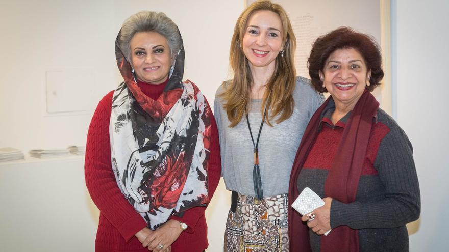 De izquierda a derecha: Masarrat Misbat, Sonia Peña y Ayesha Taslim.