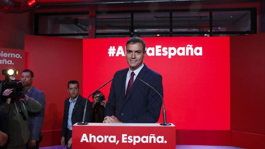 Pedro Sánchez posando al presentar la campaña para el #10N VÍCTOR J. BLANCO / GTRES
