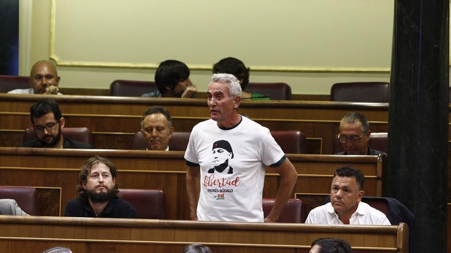 Diego Cañamero firma ante notario la renuncia de su aforamiento como diputado