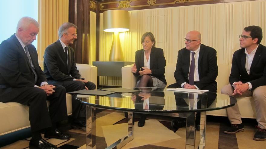 La presidenta del Parlamento catalán, Carme Forcadell, se reúne en el Parlament con el cónsul de Francia en Barcelona