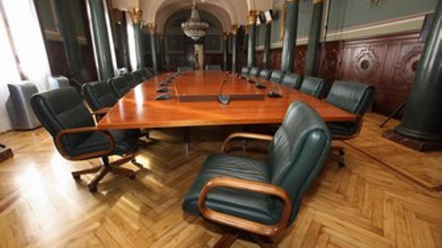 Mesa del Consejo de Ministros, la mañana de este jueves en el Salón del Trono de la Delegación del Gobierno de España en Canarias. (QUIQUE CURBELO)