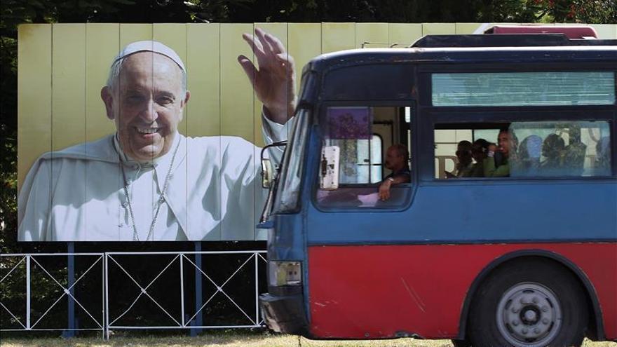 """El Vaticano considera """"verosímil"""" un encuentro entre el Papa y Fidel Castro"""