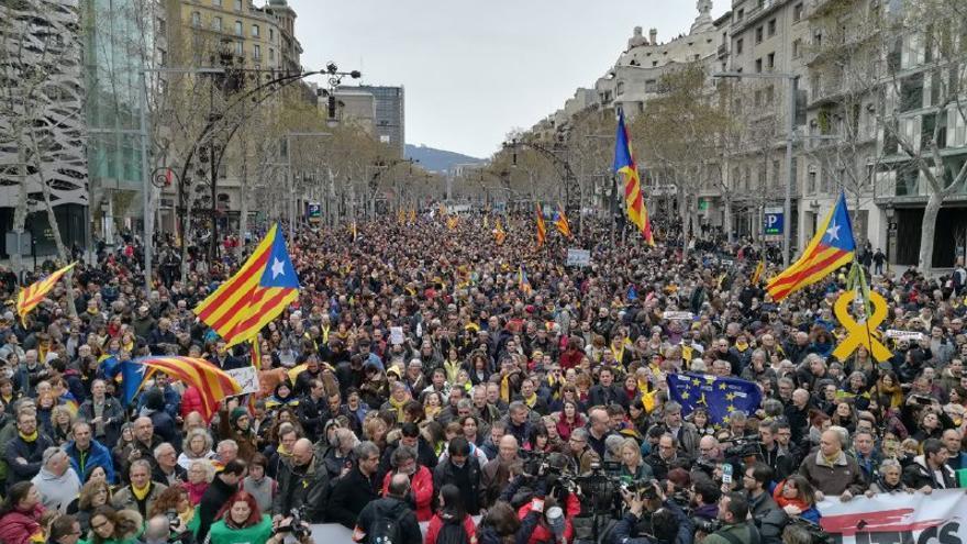 Manifestación de Òmniun y la ANC por la detención de Puigdemont