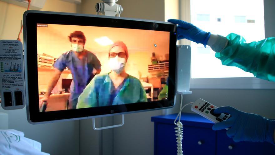 Las personas ingresadas en el hospital Macarena podrán felicitar la Navidad a través de videoconferencia