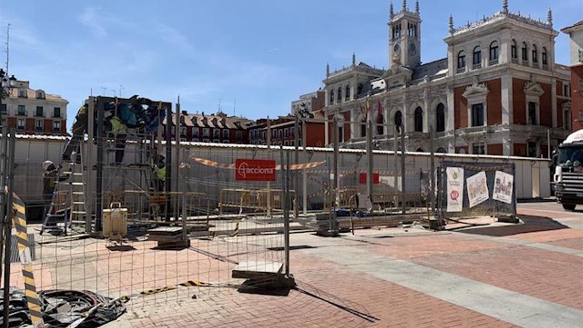 El exterior de la Plaza Mayor de Valladolid durante las obras del parking.