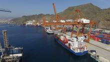 Imagen de archivo de terminales de contenedores en el puerto de Santa Cruz