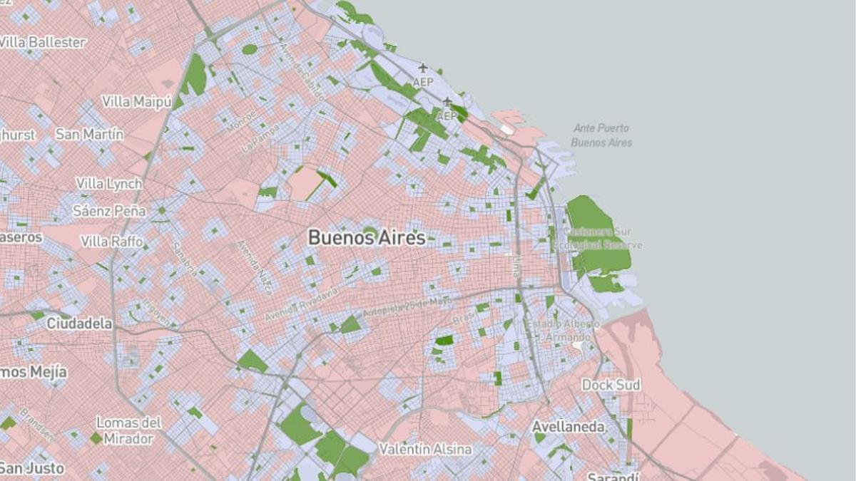 El Atlas de Espacios Verdes marca en rosa todas las áreas ubicadas a más de 10 minutos de caminata de un parque o plaza.