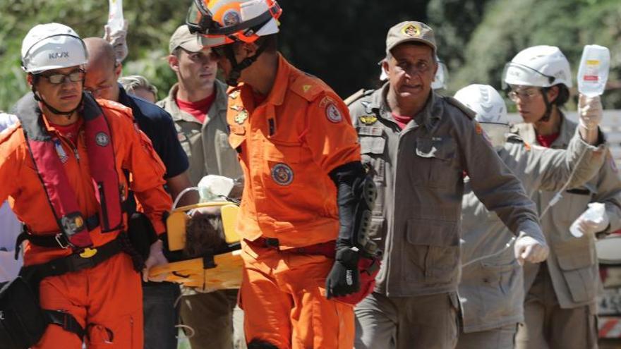Suben a 22 los muertos por el desplome de dos edificios en Río de Janeiro