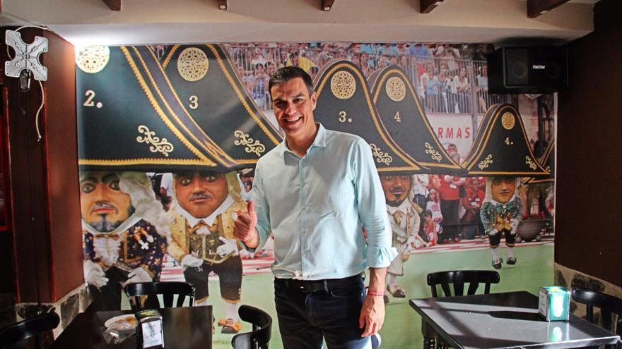 Pedro Sánchez en su visita a la Isla durante la campaña de primarias. Foto: JOSÉ AYUT