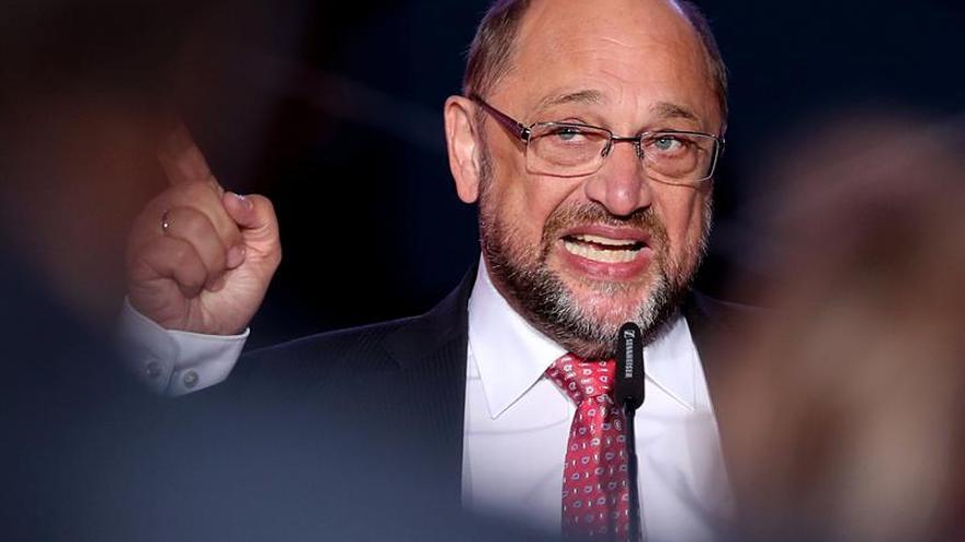 """Schulz arremete contra Merkel y su """"autocomplacencia"""" a dos días elecciones"""