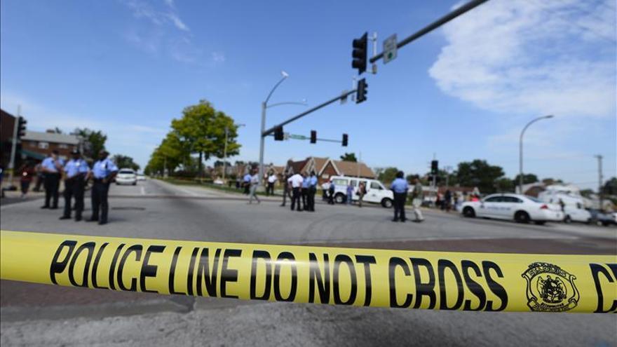 Un hombre armado se atrinchera en una clínica de EE.UU. y deja al menos ocho heridos