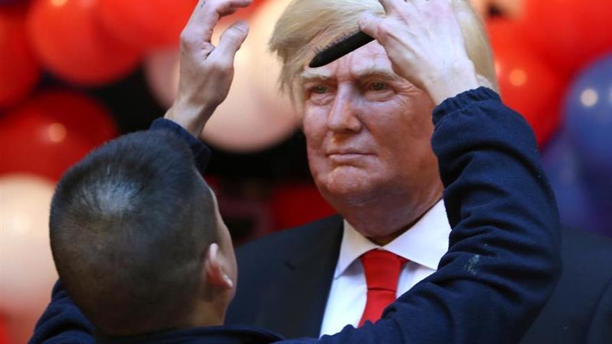 El Museo de Cera presenta a Trump y una activista le enseña los pechos