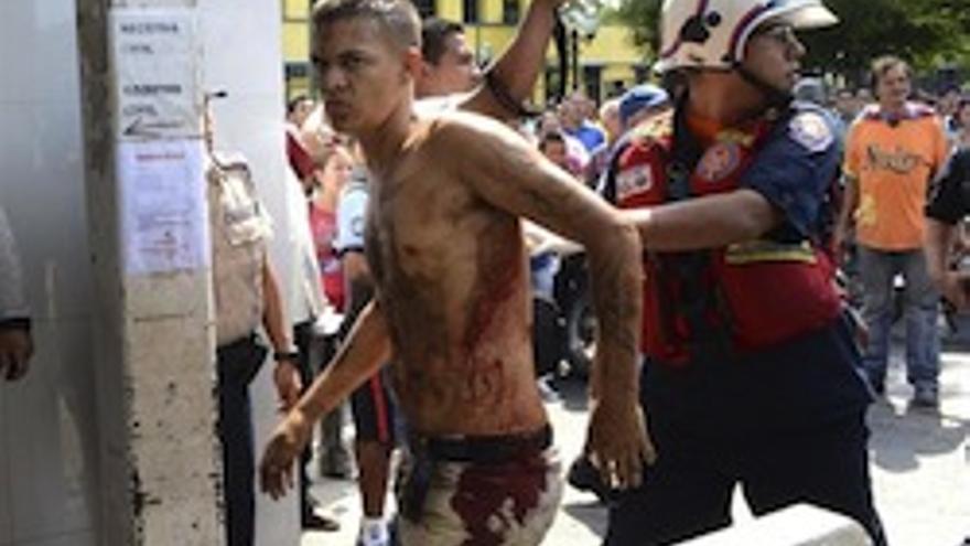Uno de los presos heridos en la revuelta.