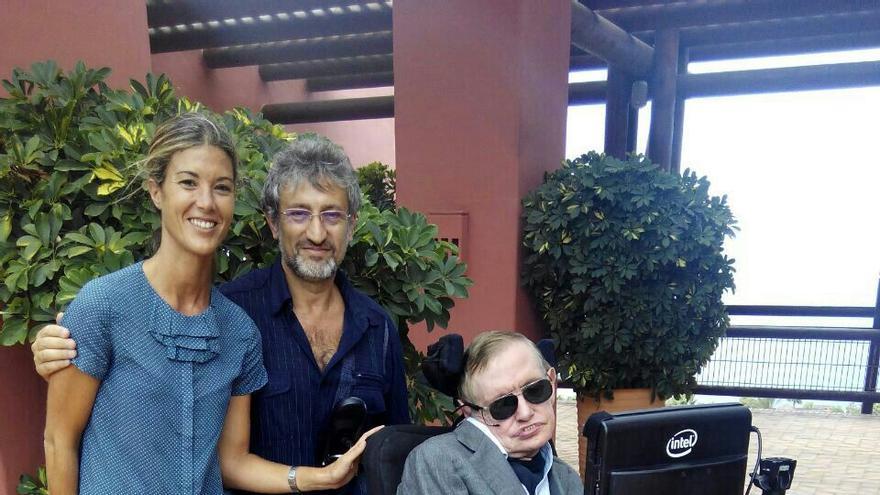 Leire González, Garik Israelian y Stephen Hawking, este jueves en Tenerife.