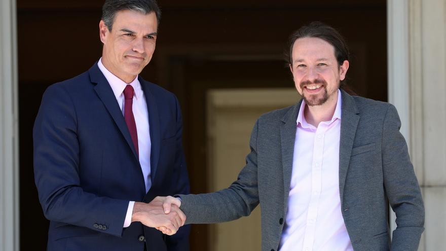 Pedro Sánchez y Pablo Iglesias en su encuentro en Moncloa en mayo.