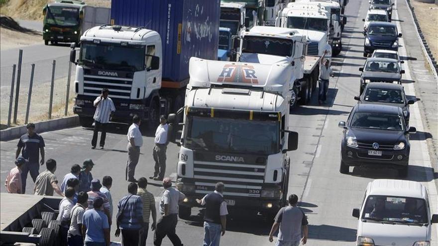 Huelga de aduanas chilenas paraliza al 95 por ciento del comercio exterior terrestre