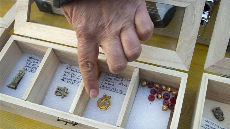Halladas en Cádiz tumbas púnicas, fenicias y romanas con más de 300 joyas