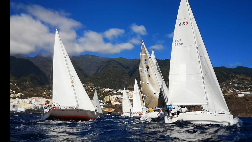 Salida de las embarcaciones desde Santa Cruz de La Palma.