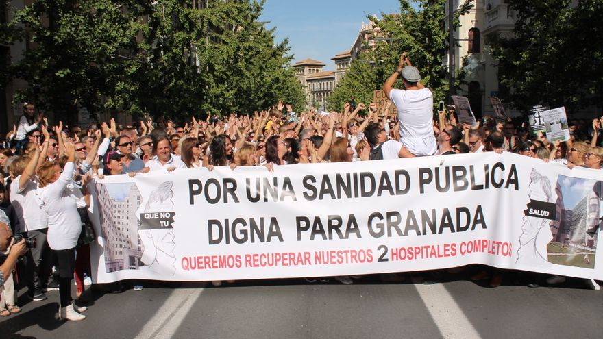 Primera manifestación contra la fusión hospitalaria de Granada