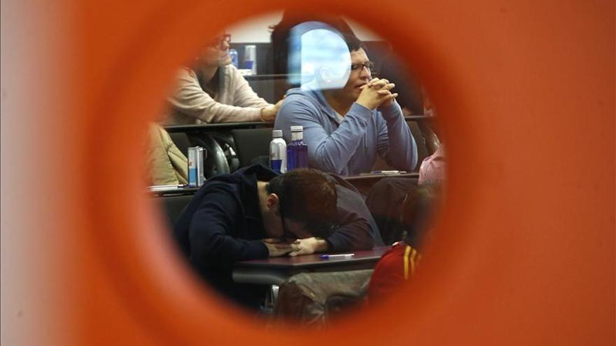 Un 36 por ciento de los universitarios no encuentra empleo pese a buscarlo, según una encuesta