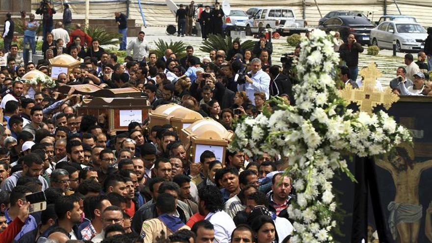 El presidente egipcio presenta sus condolencias al papa copto por las víctimas de ataques