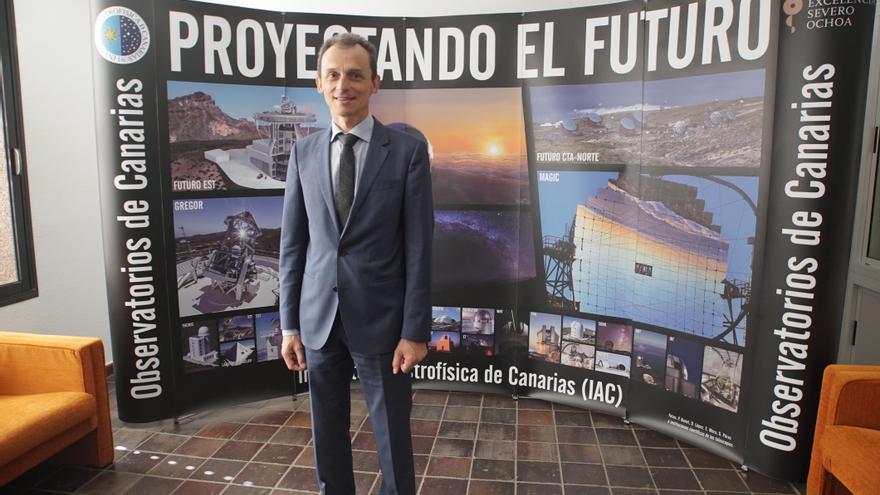 Pedro Duque, ministro de Ciencia, Innovación y Universidades  del Gobierno de España, durante su visita al IAC. Crédito: Inés Bonet (IAC).