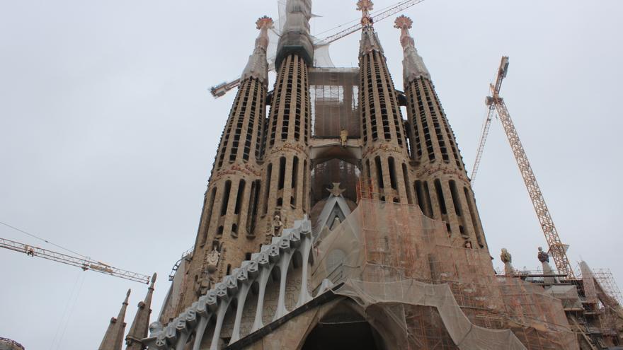 Estado actual de las obras en la Sagrada Familia, con la construcción del cimacio en la fachada de la Pasión