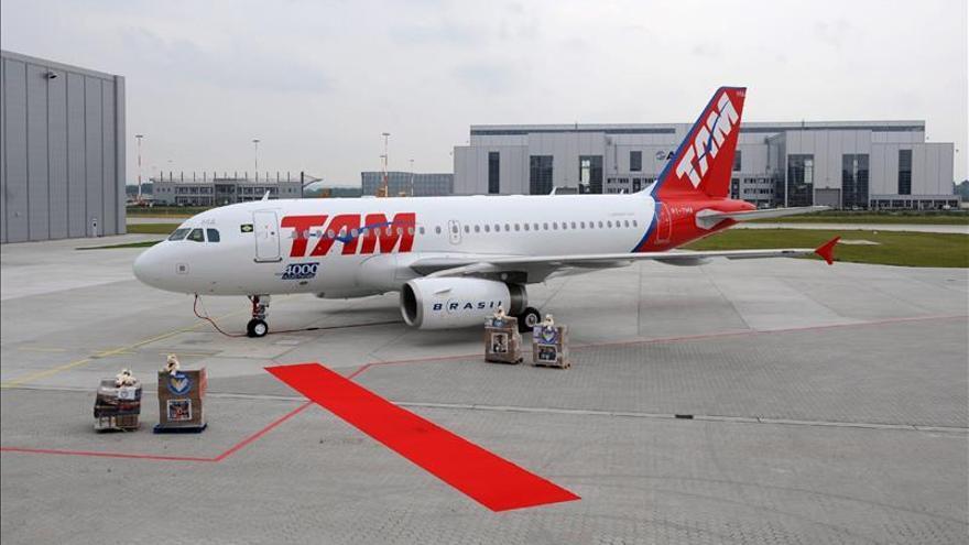Un avión brasileño regresa a Barajas, sin incidentes, por aviso de bomba