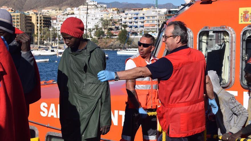 Imagen de la llegada de una patera al sur de Gran Canaria.
