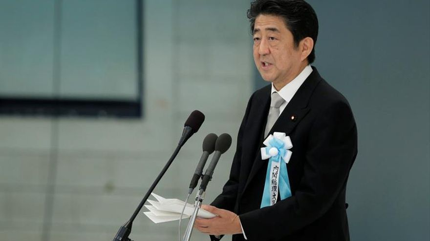 El primer ministro japonés Shinzo Abe envía mensajes a Fidel y Raúl Castro