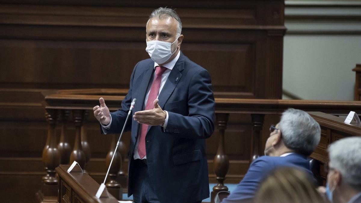 Ángel Víctor Torres, en el Parlamento de Canarias