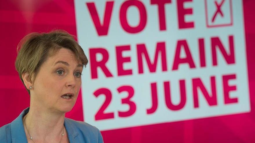 Amenazan en un tuit a una diputada británica con matar a sus hijos y nietos